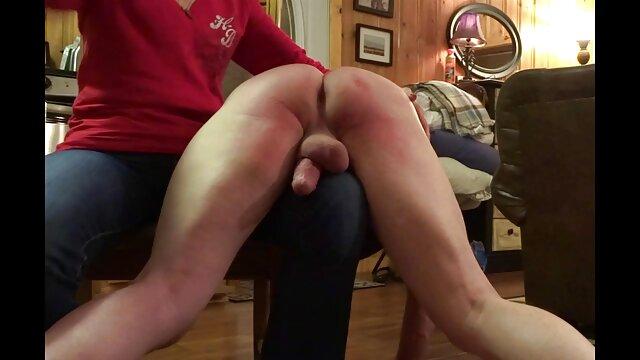 Młody bokser, darmowe filmy erotyczne lezby który uprawia seks z trenerem na siłowni.